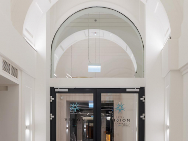 Vision Hotel - Fireproof glass door with frameless curved transom panel EI90